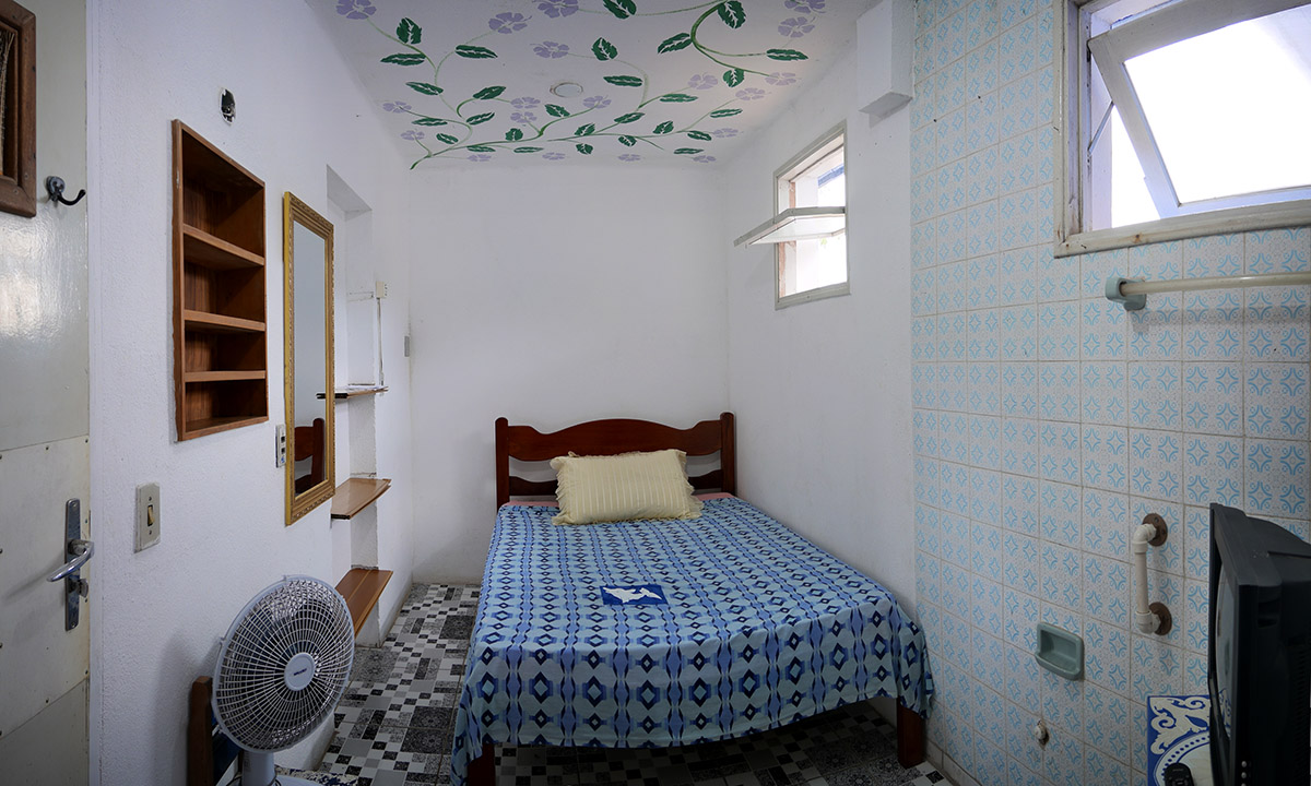 NO 4 BASIC SUITE FOR THE TROPICAL DOLPHIN HOSTEL AND POUSADA
